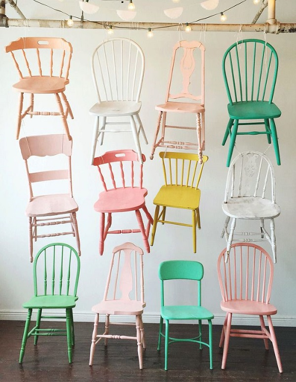 chaises depareillees couleurs